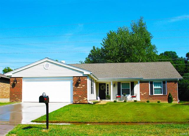 14332 Rainy Lake Dr, Chesterfield, MO 63017
