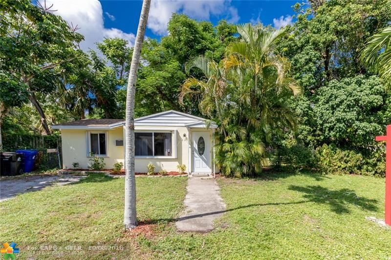 Come see this park-view cute tiny home in Riverside Park on a corner lot.  Imagine living in your own cottage in the city down the street from Riverside Cafe and Craft Beer Cartel.  Play tennis across the street at the Riverside Park Courts or take a 5 minute Uber to Downtown Fort Lauderdale.  Also convenient to marinas, beach, and major highways.  Perfect starter home or perfect downsize for someone who does not want to have a condo but still needs one bedroom.
