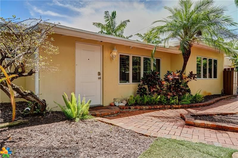*PRICE REDUCED!* THIS IS THE ONE YOU HAVE BEEN WAITING FOR! ONE-OF-A-KIND PROPERTY YOU MUST SEE TO BELIEVE! 3 BED, 2 BATH CORNER LOT POOL HOME FEATURING LUSH, TROPICALLY LANDSCAPED YARD...YOUR PRIVATE OASIS! MODERN KITCHEN W/ GRANITE, BAR AREA & GAS STOVE! SPLIT BR PLAN! WOOD FL. IN BR'S, TILE IN LIVING AREAS! LG. MASTER W/ EXPOSED WOOD BEAM CEILINGS, TONS OF CLOSET SPACE, & UNIQUELY UPDATED MASTER BATH! SURROUND SOUND & BUILT-IN SPEAKERS INSIDE & OUT! NEW 2017 FLAT ROOF! PLANT. SHUTTERS! NEW 2017 W/D!