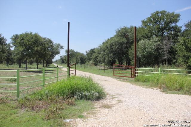 1817 Hartfield Rd, La Vernia, TX 78121