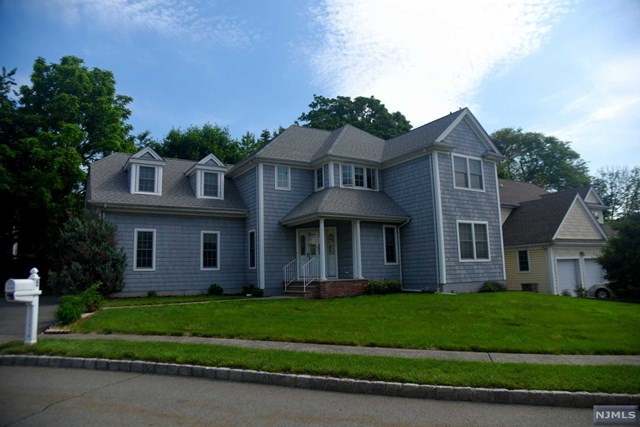 5 Holly Court, Bloomfield, NJ 07003