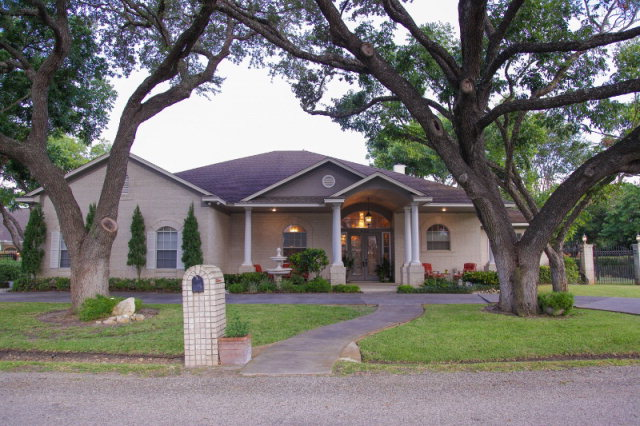 402 Leisure Lane, Victoria, TX 77904