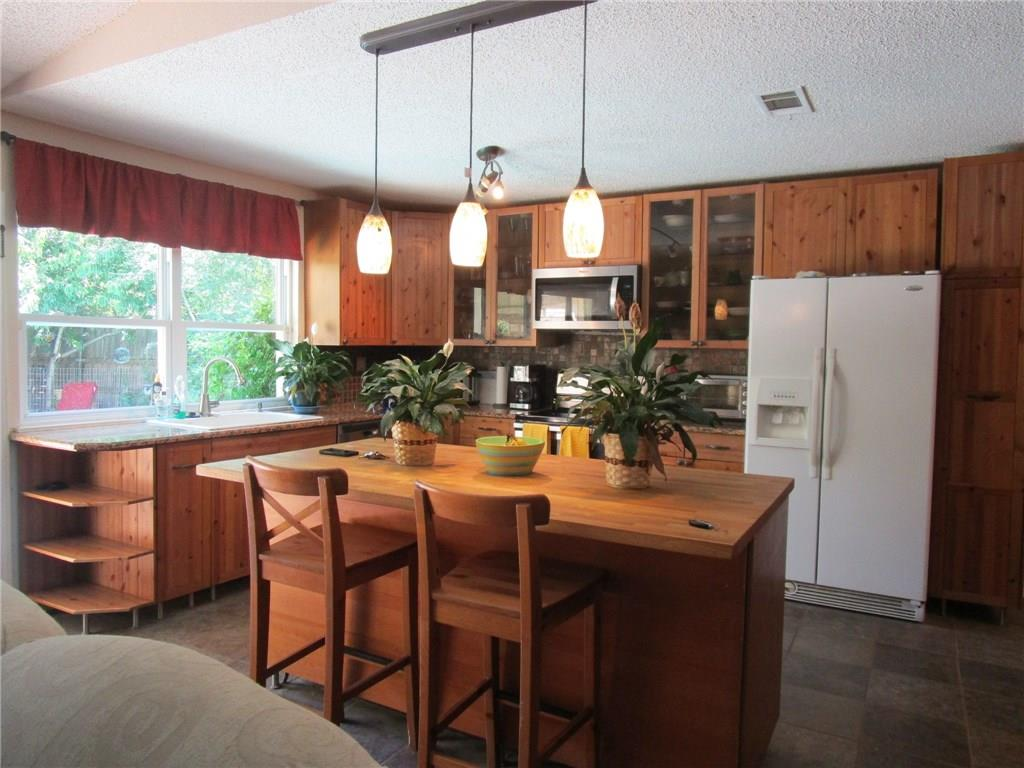 Beautiful updated kitchen cabilnets, granite counter tops and Stainless Steel Appliances