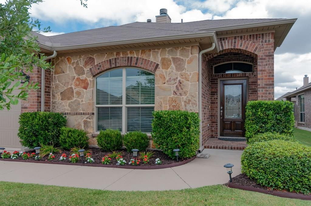 This home includes over 10K in upgrades.  The home offers some great amenities such as full sprinkler system, full brick with beautiful stone accents, pest control system, radiant barrier, ceramic tile flooring in entry & wet areas, custom cabinets, granite counter tops, covered back patio and pergola, separate garden tub & shower in master bath, rounded corners, wood burning fireplace with gas starter & much more.