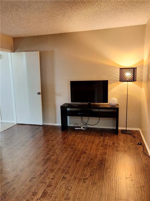 Cute 1 Bedroom, Gated community. Light and Open 2nd floor with balcony, decorator colors, white appliances, tan carpet, large bedroom! Bathroom redone in 2012. 2017 AC unit replacement.  Washer, Dryer and Refrig. incl. Close to shopping, Dallas North Tollway and dining