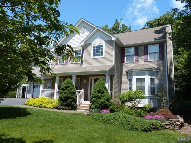 10 Anna Rose Court, Bloomingdale, NJ 07403