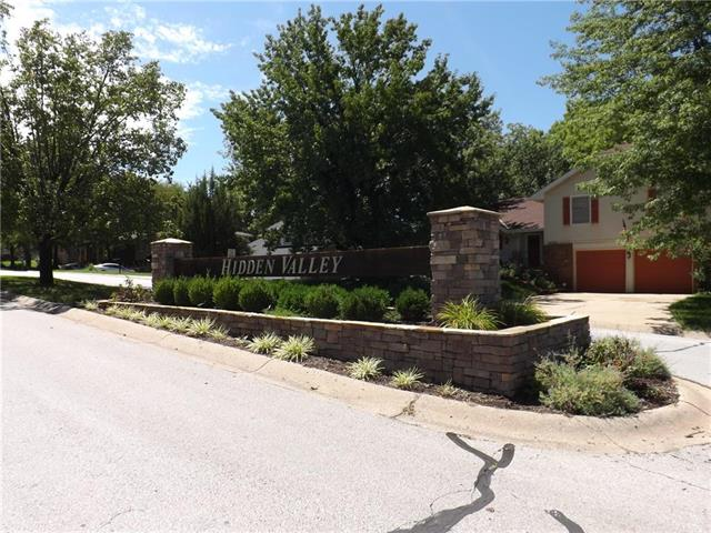 6617 NW Hidden Valley Road, Parkville, MO 64152