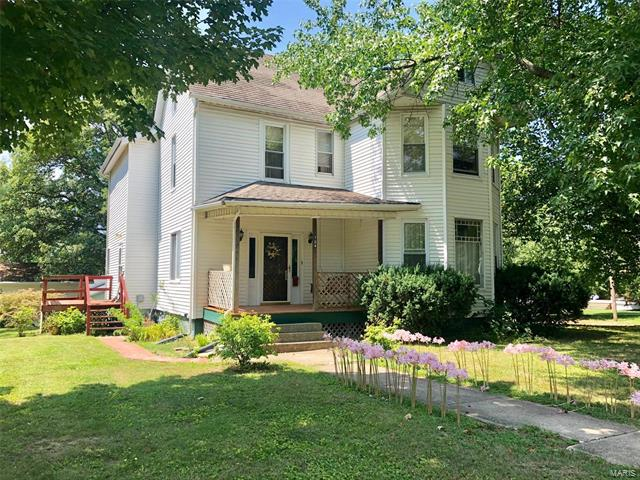 704 St Louis Street, Hillsboro, IL 62049