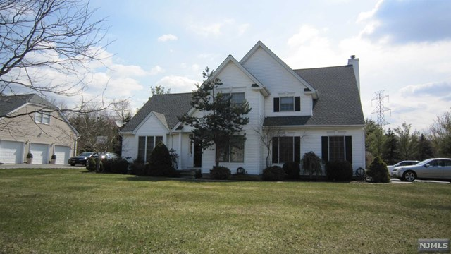 34 Burgundy Court, Livingston, NJ 07039