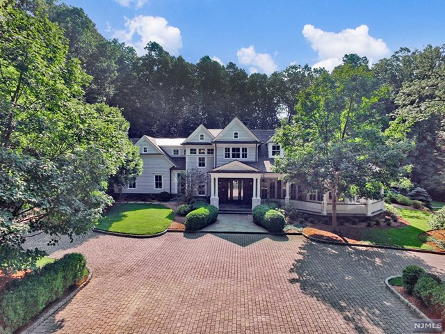 17 Cedarwood Lane, Saddle River, NJ 07458
