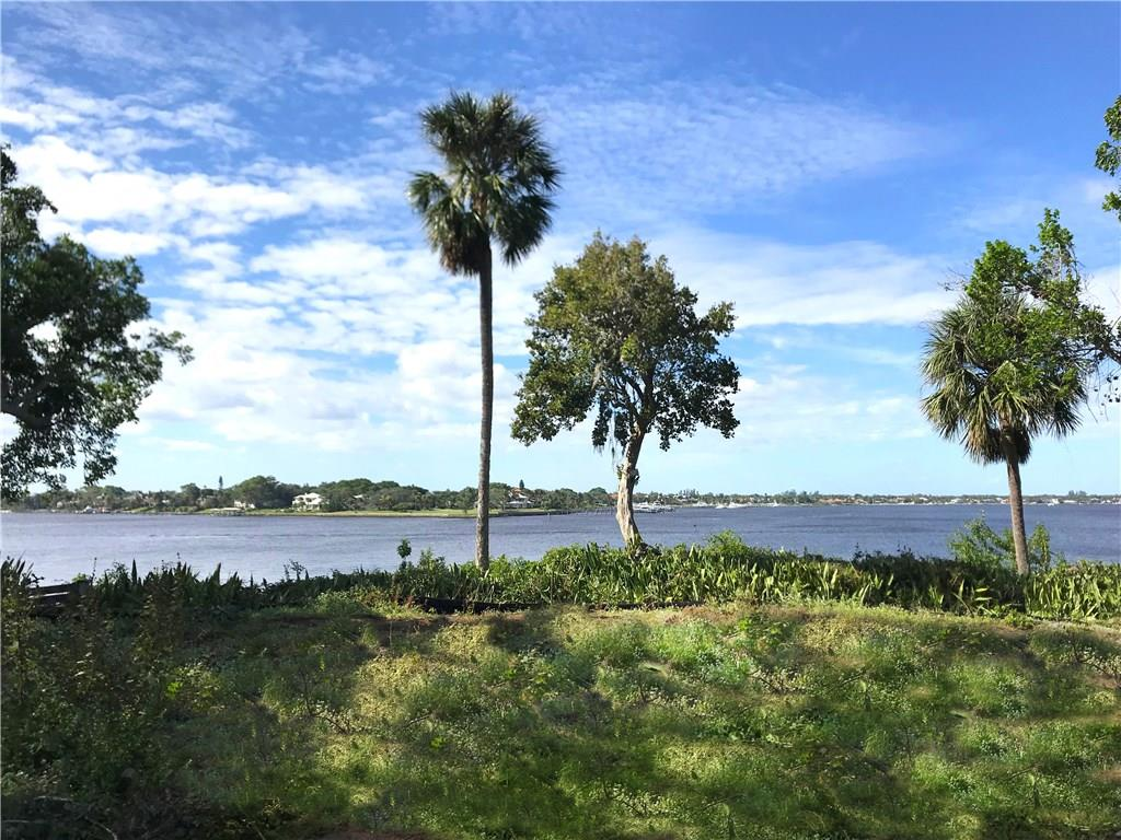 150' on the river - 1 acre+ Wide riverfront property in the desired town of Sewall's Point in Stuart, FL. High on a bluff with panoramic views and relaxing sunsets! Bring your ideas and build the home of your dreams. Enjoy the easy going lifestyle of Stuart, FL with downtown shopping and dining, lots of pet friendly parks, miles of beautiful beaches and nature preserves, private airport, museums, and so much more!