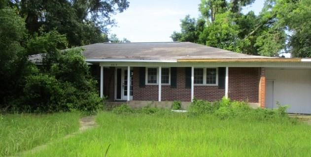 Great opportunity! This 3 bedroom 2 bathroom brick home is just waiting for your personal touch. Short drive to resort islands and all of Brunswick's amenities.