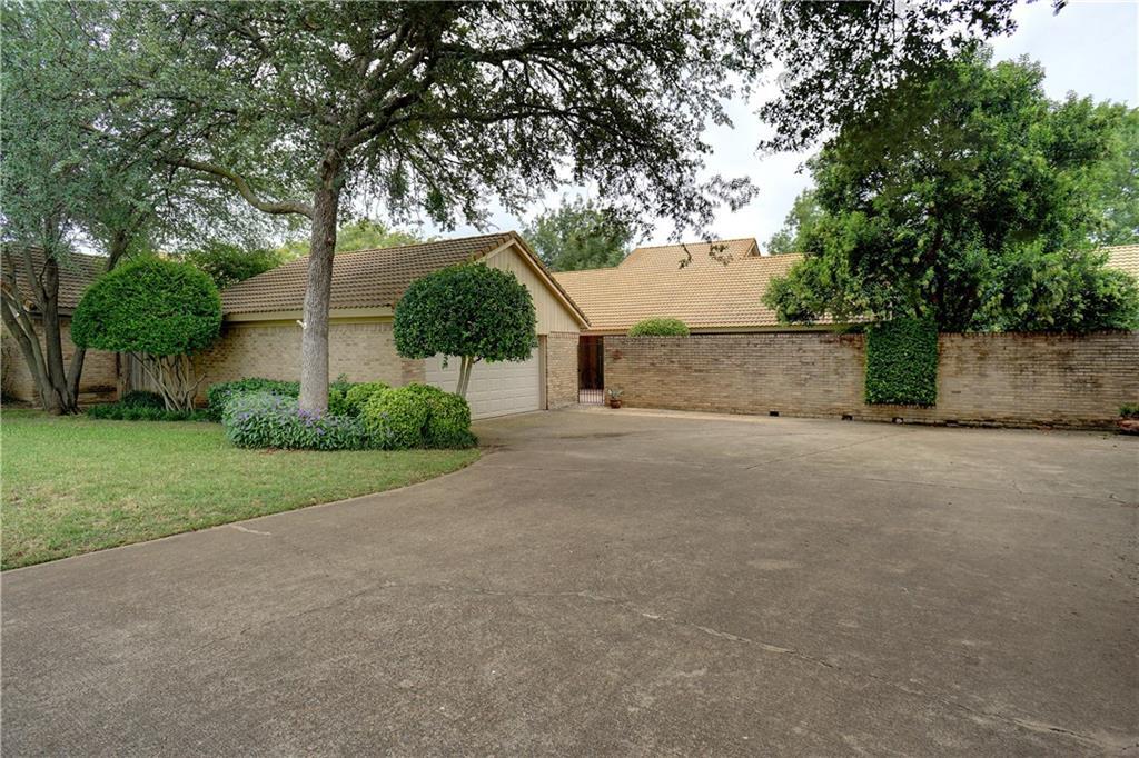48 Legend Road, Benbrook, TX 76132