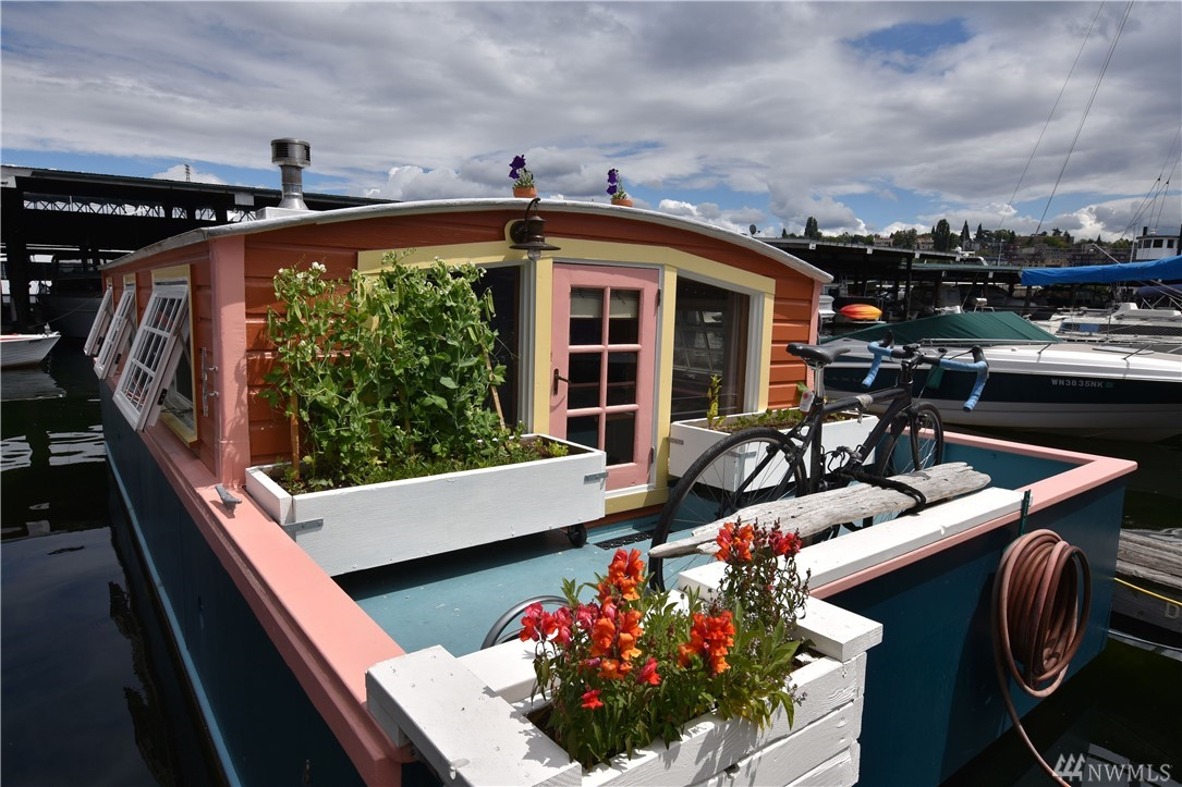 """""""Orca"""" a charming Seattle Houseboat on north Lake Union, minutes to U of W, Fremont & Wallingford. Walk, bike or bus to everything, located off the Burke Gilman trail, a short distance to Amazon, Adobe, Google & so much more. Steel Hull 2016, warm wood finishes throughout, living room open to kitchen, 3/4 bath off bedroom.  Lake Union cabin getaway or tiny home to simplify living small. Bring kayaks, toys & enjoy! Rental slip $610PM, includes liveaboard, water & garbage. No pets/No rentals."""
