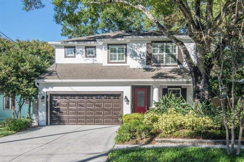 This Palma Ceia beauty was built in 2010 with gorgeous finishes! Talk about curb appeal! Located on a quiet brick lined street in Plant district!
