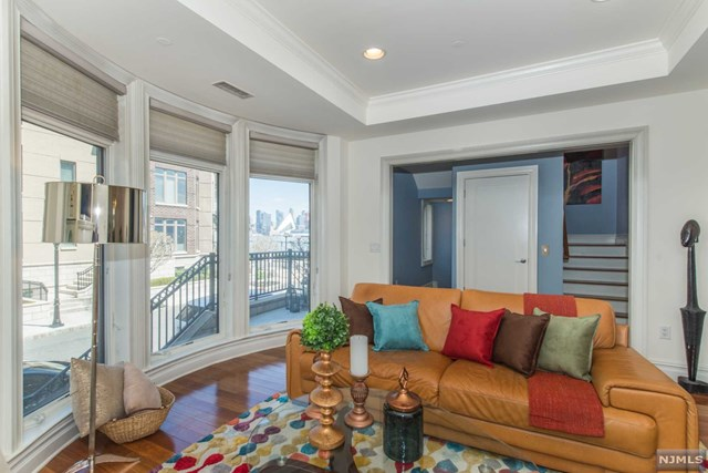 3 Oxford Landing, Weehawken, NJ 07086
