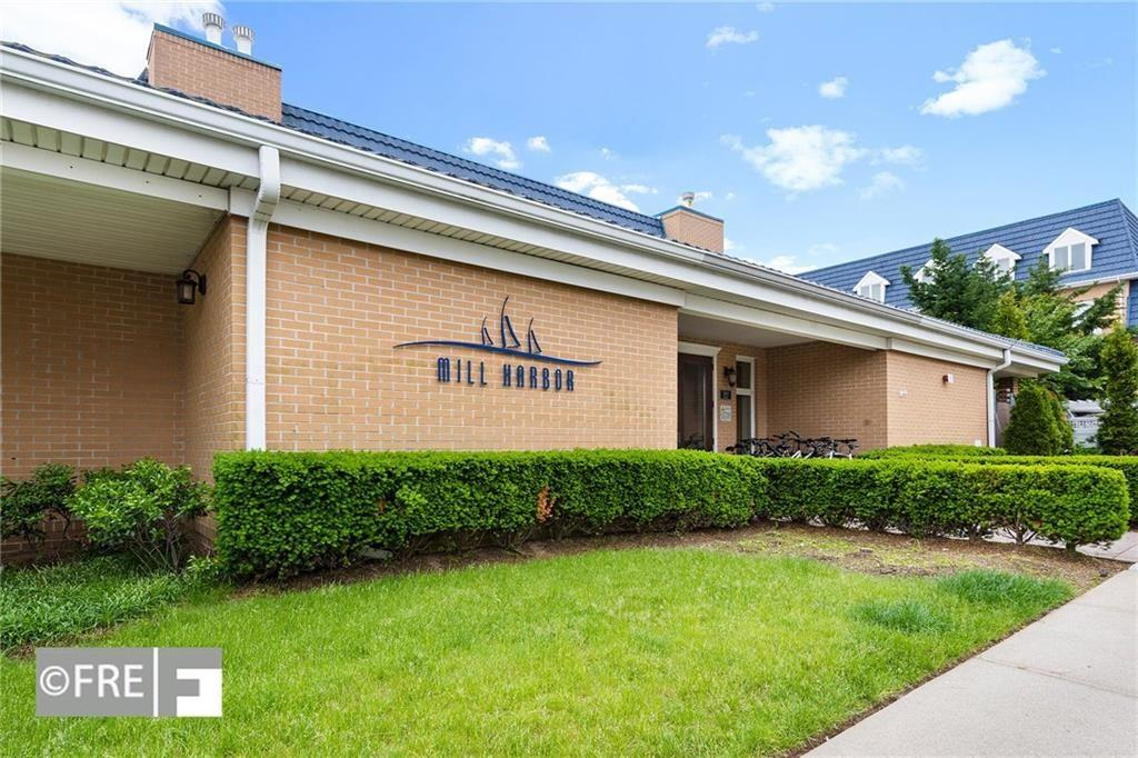 Beautiful 2 bedroom 2.5 bathroom duplex condo in Mill Harbor gated community.  Eat in kitchen with window, granit counter top, hardwood floor, storage room, balcony, W/D + driveway. Amenities include Clubhouse, gym, sauna, heated swimming pool, hot tob. Tax abated. Great Condition!