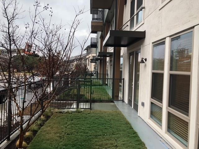 2BR 2.1BA townhome located between East Dallas, the Park Cities, and Uptown. In close proximity to the city's favorite shopping, dining, and entertainment all while bringing a fresh vibe to apartment living through creative floor plans and amenities. Stay motivated with the state-of-the-art fitness center featuring yoga and spin rooms, or, unwind on the scenic rooftop terrace complete with stunning Downtown views. Entertain by the resort-style pool and the adjacent clubhouse. Each of our two bedroom townhomes feature hardwood flooring, a spacious layout, SS appliances, and quartz countertops. Gated underground parking promises convenience to your new home.