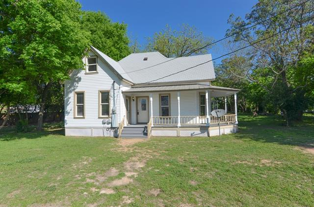 Beautiful home in the heart of Liberty Hill. 4beds 3 bath and 2 living on .64 acres this home has a lot to offer. Remodel in 2010 included new electrical, plumbing, kitchen, baths, conversion of the attic and refinishing of the original hardwood floors. Roof Replaced in March of 2018. New paint throughout. This is a great home you don't want your clients to miss.