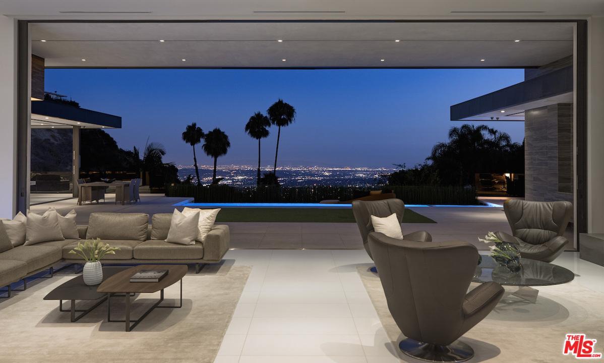 9200 SWALLOW Drive, Los Angeles (City), CA 90069