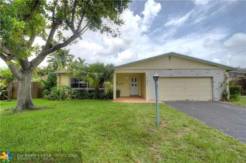 Oakland Park Waterfront!! Pristine home located in desirable Oakland Park. Super clean 3 bedroom 2 bath on canal. Close to everything Oakland Park has to offer. Room for pool. This home will not last long.... Priced Right!!