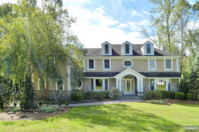 Beautifully Updated Colonial, Upper Saddle River, NJ 07458