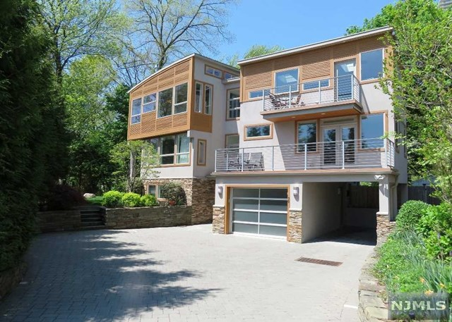 30 Colony Road, Edgewater, NJ 07020