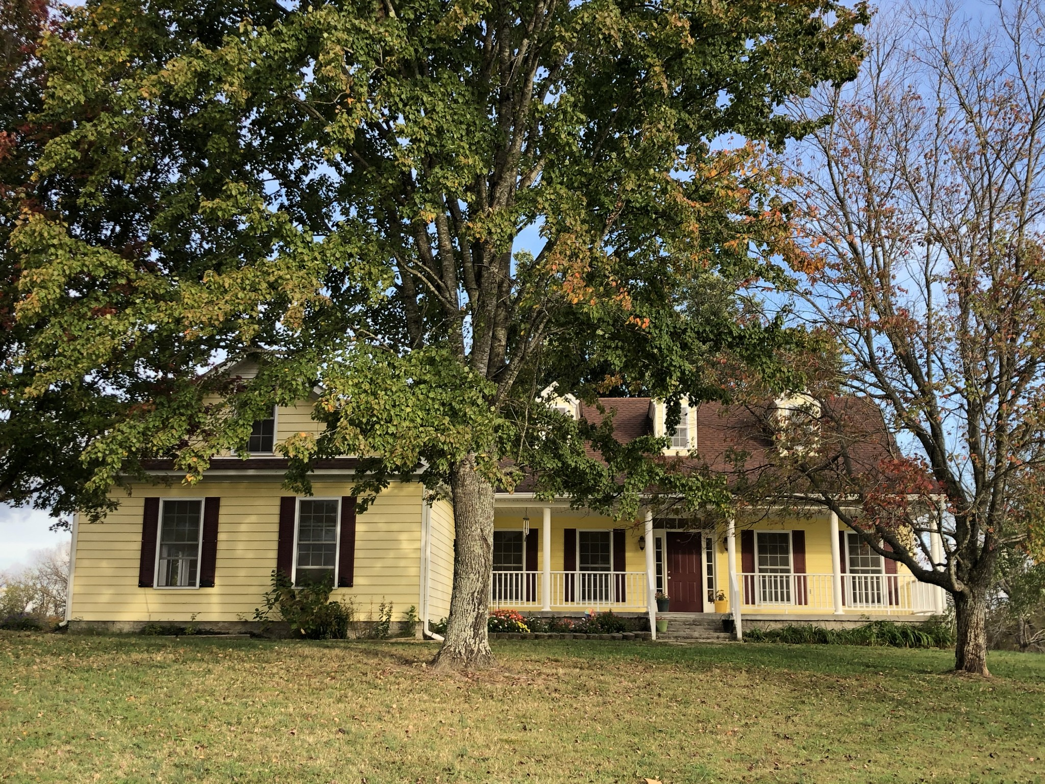 Country living on 19 acres south of Franklin in the Bethesda community but quick access to 431 and 840; rolling hills and mature trees.  Come get away from it all in this serene area!
