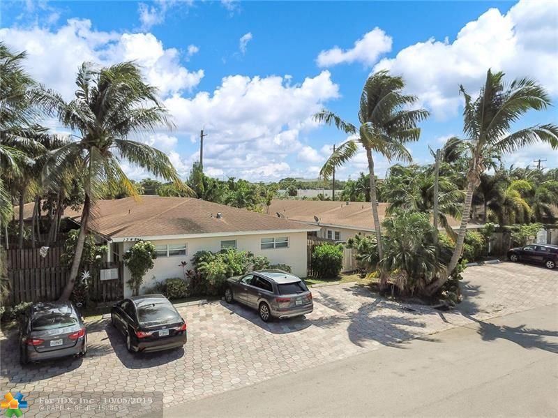 THIS CORNER UNIT IS A PRIVATE OASIS. IT HAS A BEAUTIFUL PRIVATE REAR PATIO OFF OF THE BEDROOM. THIS SINGLE STORY CONDO VILLA IS COMPLETELY FENCED.IMPACT WINDOWS AND MARBLE FLOORS AND STAINLESS STEAL APPLIANCES. IT HAS A LOVELY POOL AND AN EXCELLENT LOCATION CLOSE TO WILTON MANORS! PET FRIENDLY. CLEAN CLEAN CLEAN! WELOCOME HOME!