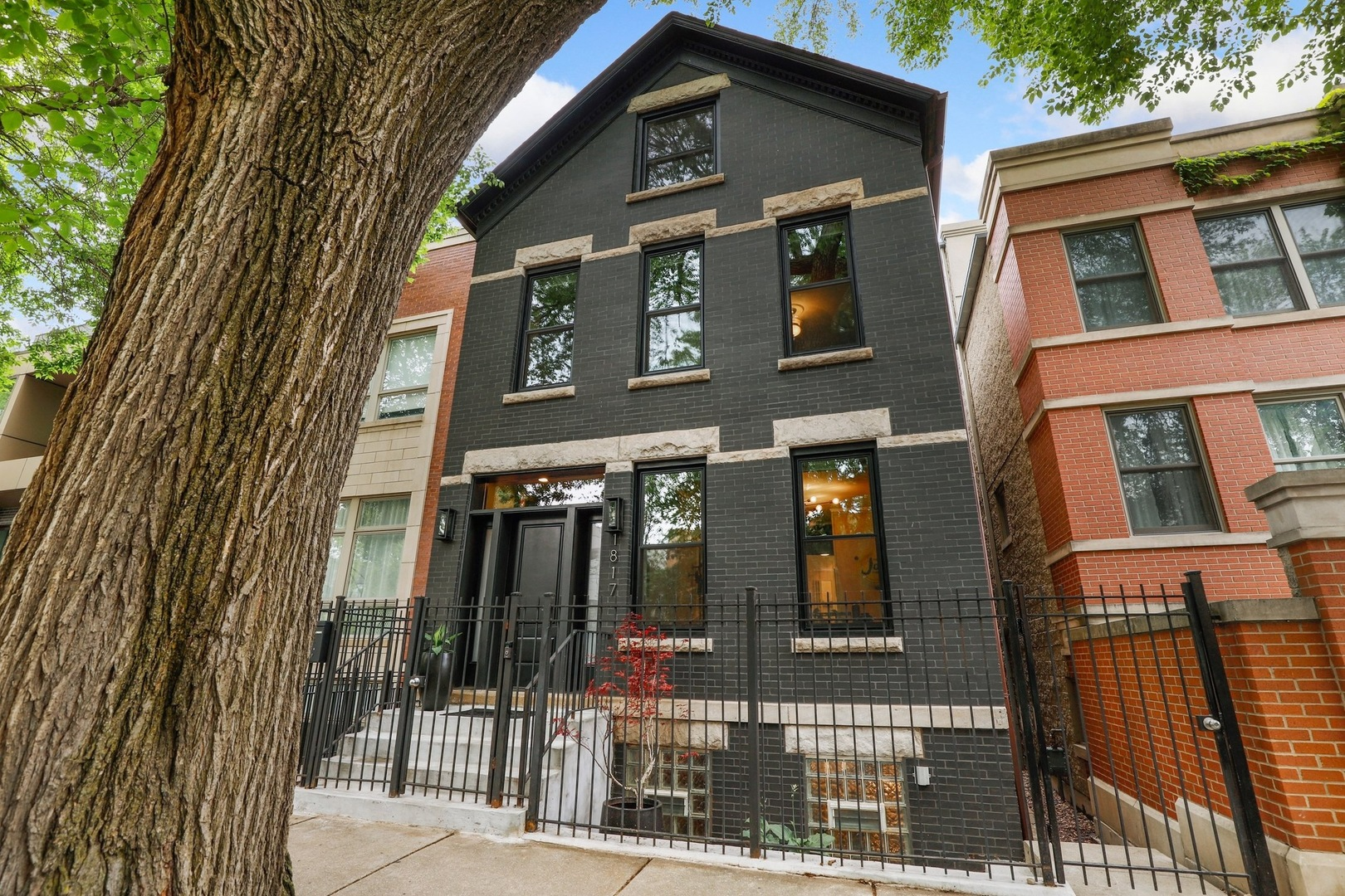 1817 N Honore Street, Chicago, IL 60622