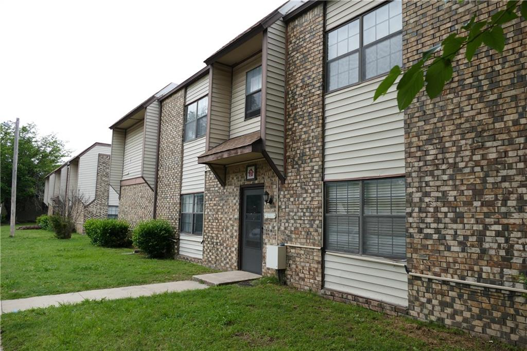 Just 1.5 miles to the OU campus, this charming 2 bed, 1.5 bath condo has it all! Location, convenience, and comfort! Located in Cottonwood Ridge, you are super close to shopping, dining, and bus stop. Enter to living with fireplace and large picture window. The tile flooring flows seamlessly into dining and kitchen. Kitchen features modern aesthetic with concrete counters and black cabinetry set off beautifully by the open cooktop overlooking dining. Both bedrooms offer carpeted floors and ceiling fans. Cottonwood Ridge boasts 2 swimming pools and a basketball court.