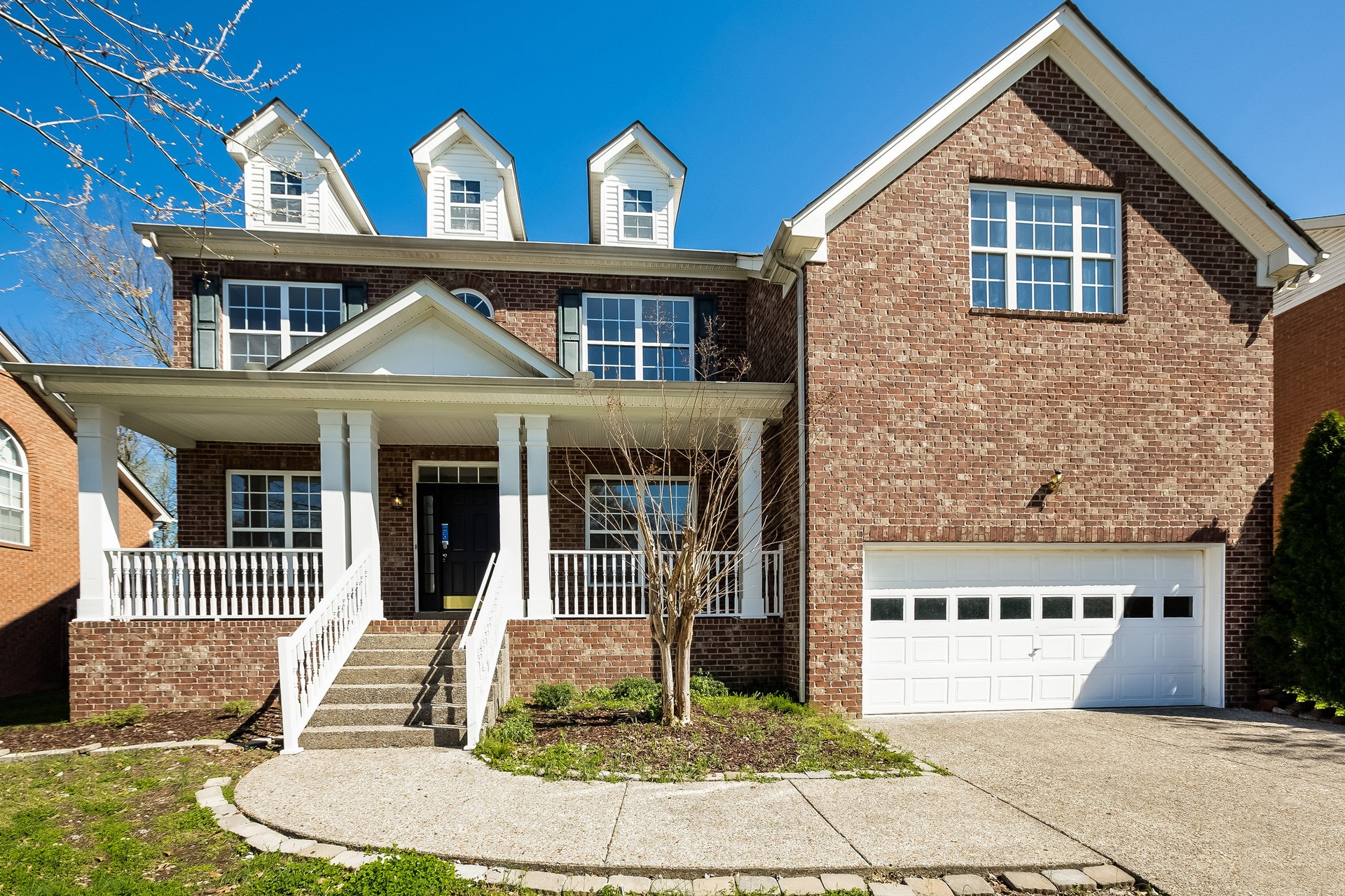 This Hendersonville two-story cul-de-sac home offers granite countertops, a fireplace, and a two-car garage.