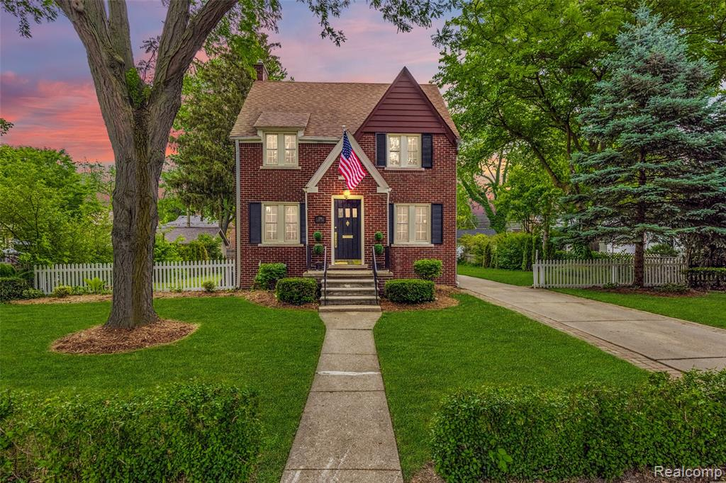 Classic brick Colonial centered on 80 ft of frontage (double lot) in the heart of GP Farms, on one of the oldest streets in the Grosse Pointes, just a stone's throw from Richard Elementary, GP South HS, Central Library, + The Hill / Fisher business districts. This one-of-a-kind property has charm + character throughout! Living space includes 3 BR, 2 BA (1 up, 1 in basement), 1288 sqft w/ built-ins + detailed moulding, beautiful refinished hardwood floors, updated vinyl windows w/ plantation shutters, partially finished basement w/ recessed lighting, laundry room w/ countertop + storage cabinets, new furnace + chimney liner (9/2019), central A/C. Whole-house attic fan + smart Nest thermostat help efficiently regulate indoor temp. French doors to enclosed sun room / screened-in porch open to fenced-in, landscaped yard w/ paver patio (includes plumbed, high-end gas BBQ grill). Large garage w/ walk-up attic storage. Paver-lined extra-wide driveway. Perfect lot for kids, gardening, pets!!