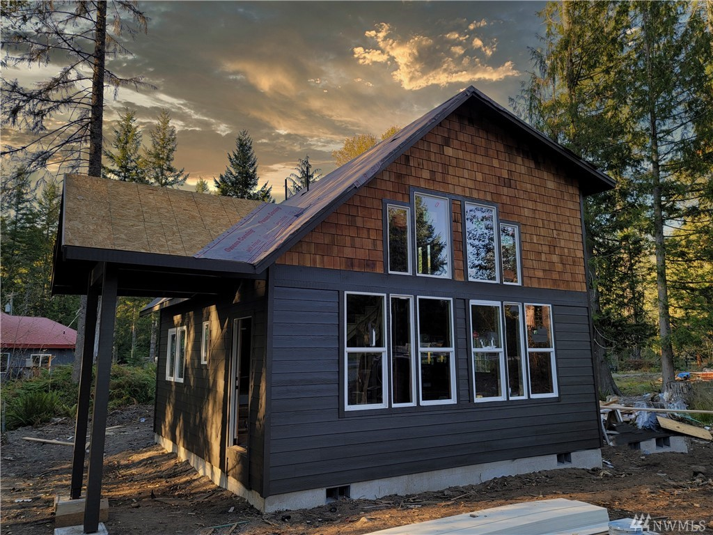 New Pre-sale Construction, Cozy cabin at the base of Mount Rainier, Buy now and by ready for spring in your brand new 2 bedroom 1.75 Bath cabin. Ashford is at the base of Mount Rainier and close to lots of local activities, hiking, skiing, fishing, mountain climbing or just relax in the fresh air away from it all.  Great vacation getaway or possible vacation rental,  come see the model cabin today.