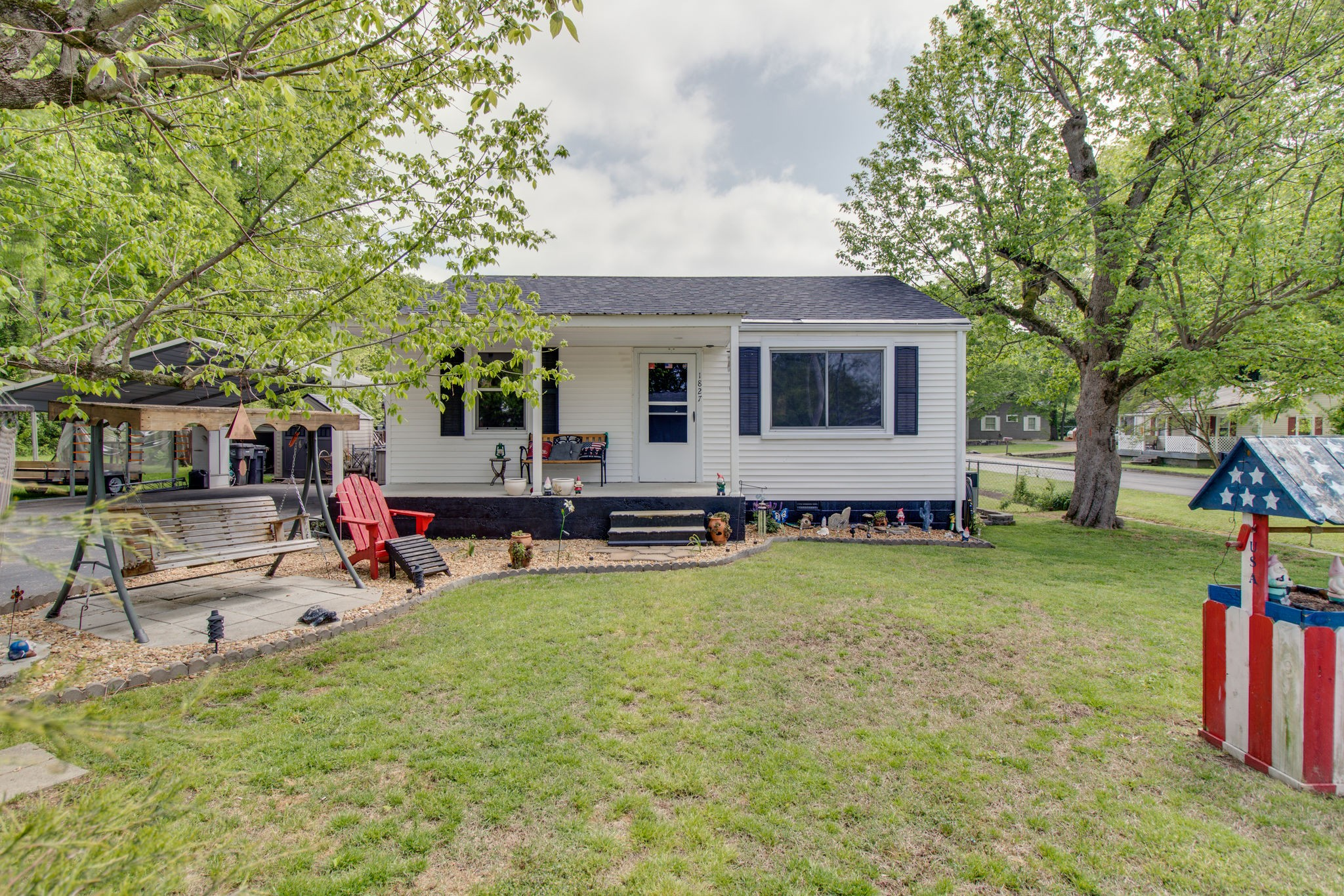 WANT TO LIVE ON A CORNER LEVEL LOT IN THE CITY,  JUST MINUTES TO EVERYTHING. Home is a very nice 3b/2ba. The shop/storage building is great storage. There is room for a garden. Quiet and peaceful. Immediate Occupancy! Call TODAY FOR YOUR PERSONAL SHOWING!