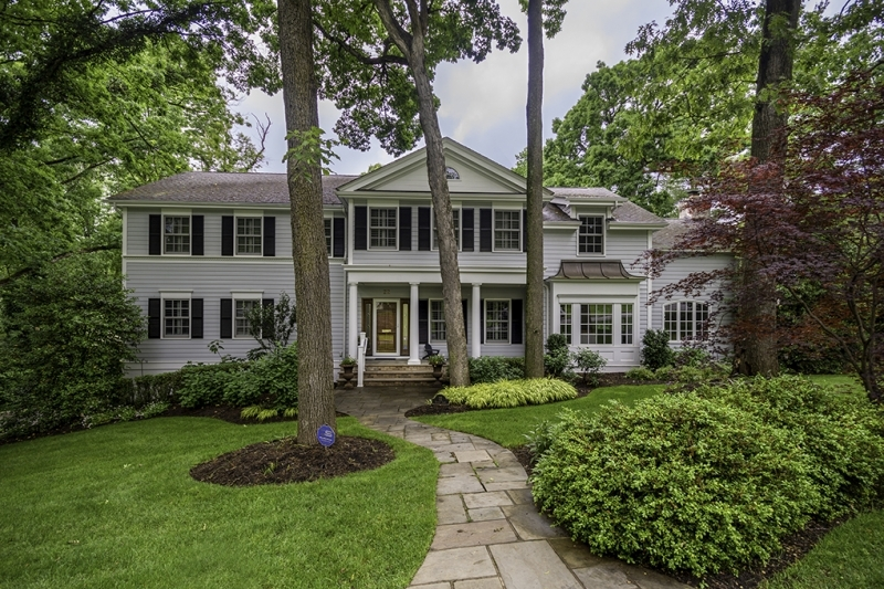 2004 Colonial with many recent updates.  Grand proportions, high ceilings, en suite baths.  New Cording Landscaped Property, Canterbury Custom Kitchen, Renovated Rec Room.  First Floor Master Option. 6 bedrooms, 4.1 baths, newly painted throughout, spacious bedrooms,  open kitchen/family room, private property and beautiful deck and patio for outdoor entertaining.  Fabulous for entertaining and everyday living.  Franklin School and great neighborhood too!