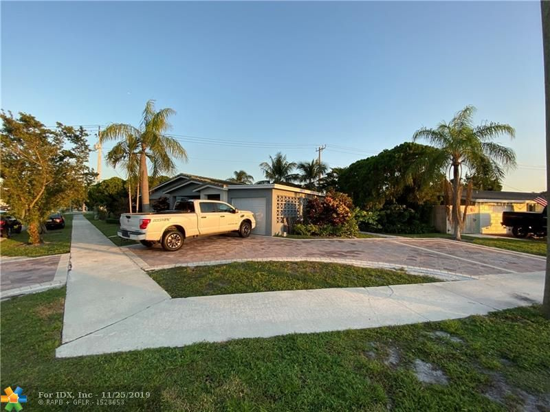 COMPLETELY REMODEL HOME IN EAST DEERFIELD BEACH, WALKING DISTANCE TO SHOPPING AND DINING. CLOSE TO SCHOOLS, SOLID CONSTRUCTION, CORNER LOT, SPACIOUS DECK ARE WITH HOT TUB, EXCELLENT FOR ENTERTAINING AND BARBECUES. *** A MUST SEE***