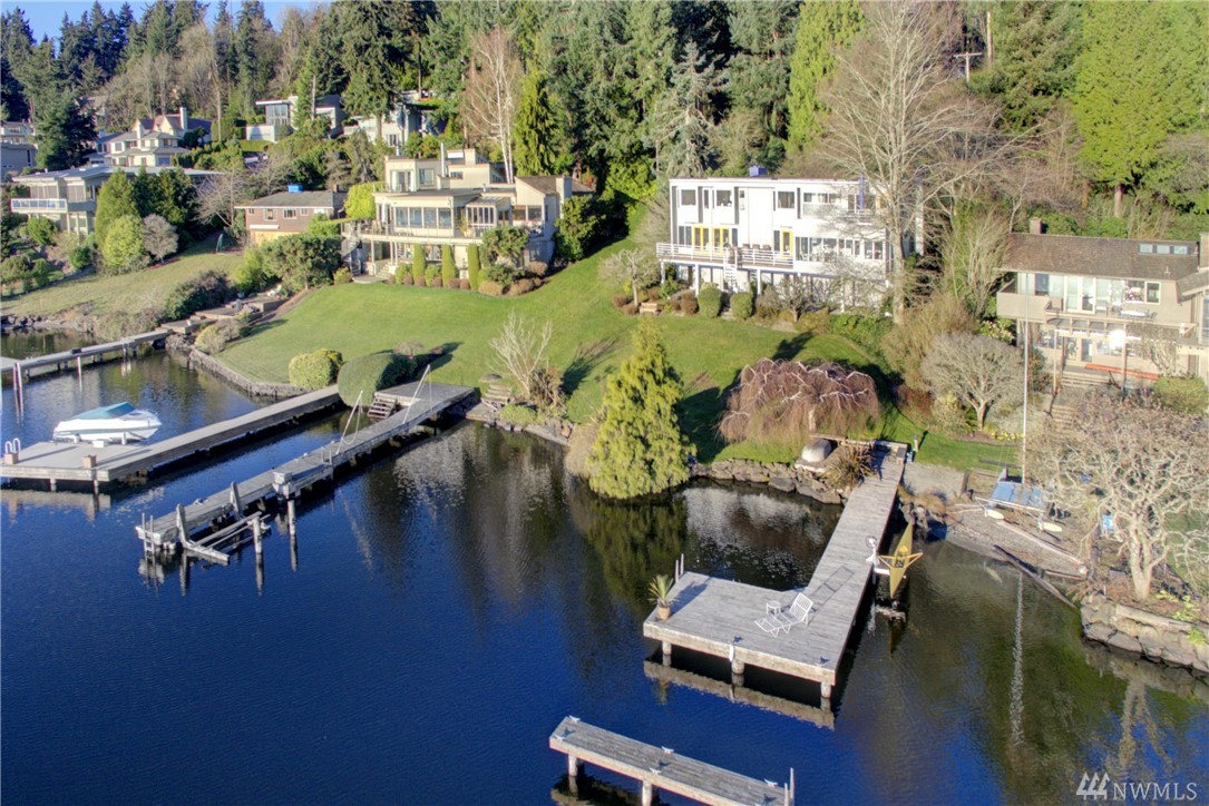 Rare private 85' low-bank waterfront! The combination of the lakefront & a large wooded lot makes for a perfect PNW lifestyle and playground for all. Modern lifestyle home provides stunning views from every room. Home is sun drenched, sits on over half-an-acre & exudes sophistication. Built in '60, redesigned & expanded in '87 and remodeled in '02 & '12. The Italian Pedini kitchen & adjacent living spaces are the heart of this home. Soak up lake life by making this 5-bedroom E Mercer gem yours!