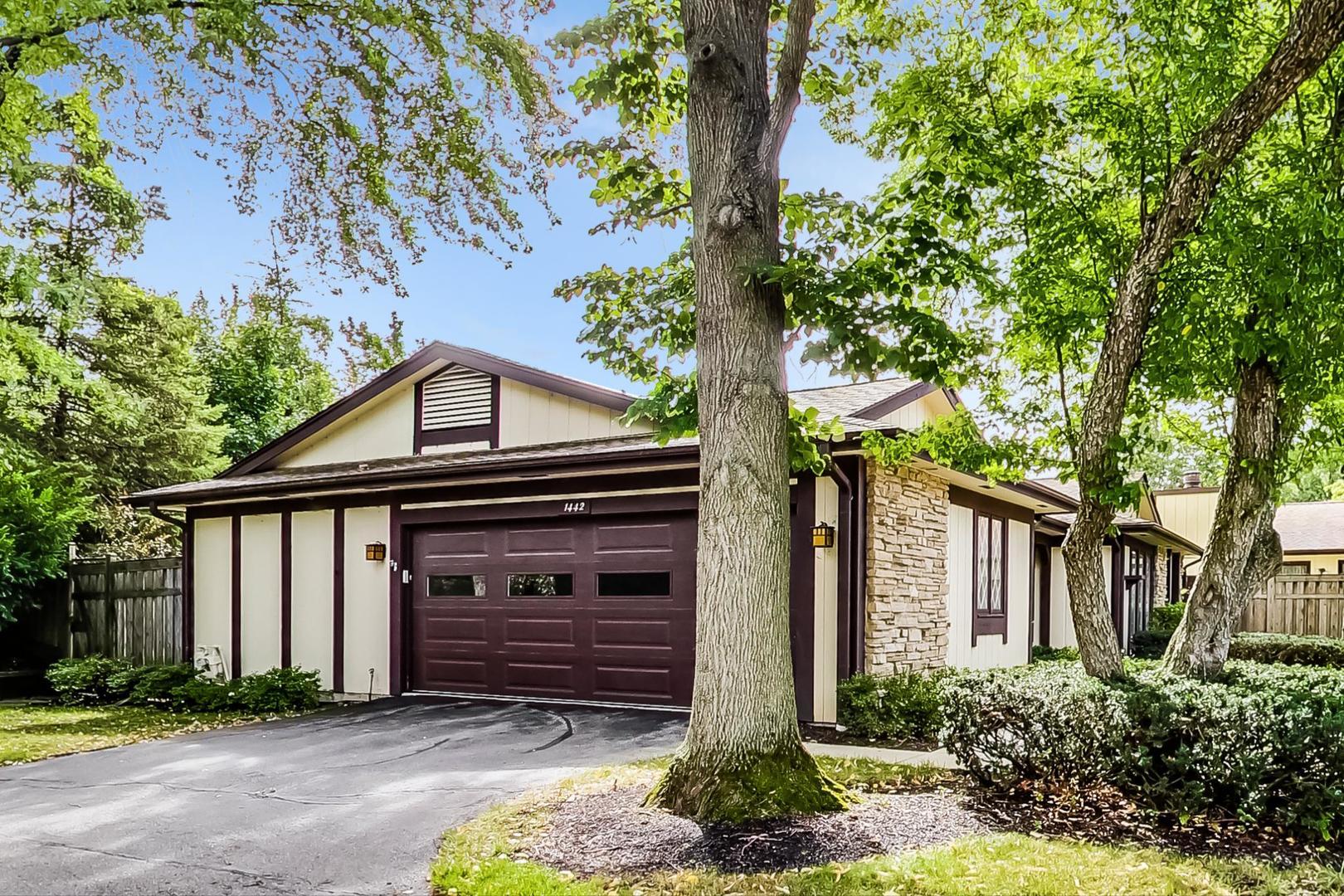 1442 Estate Lane, Glenview, IL 60025