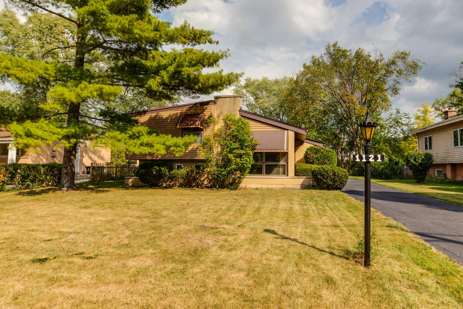 1121 Harms Road, Glenview, IL 60025