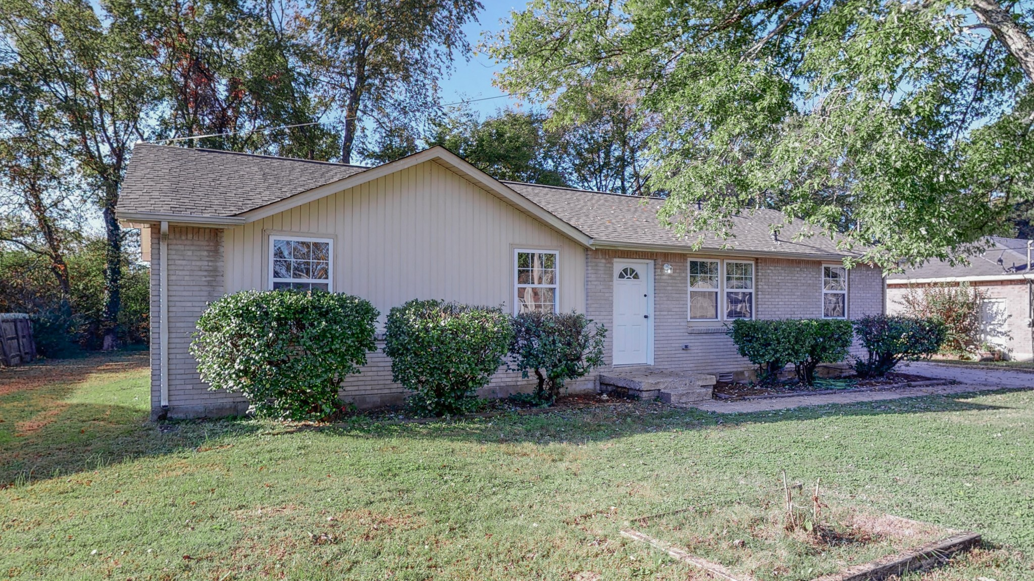 Completely renovated 3bd 1ba with a 1 car garage. New flooring, new roof, granite counters in the kitchen. Great first time buyer home or investment.