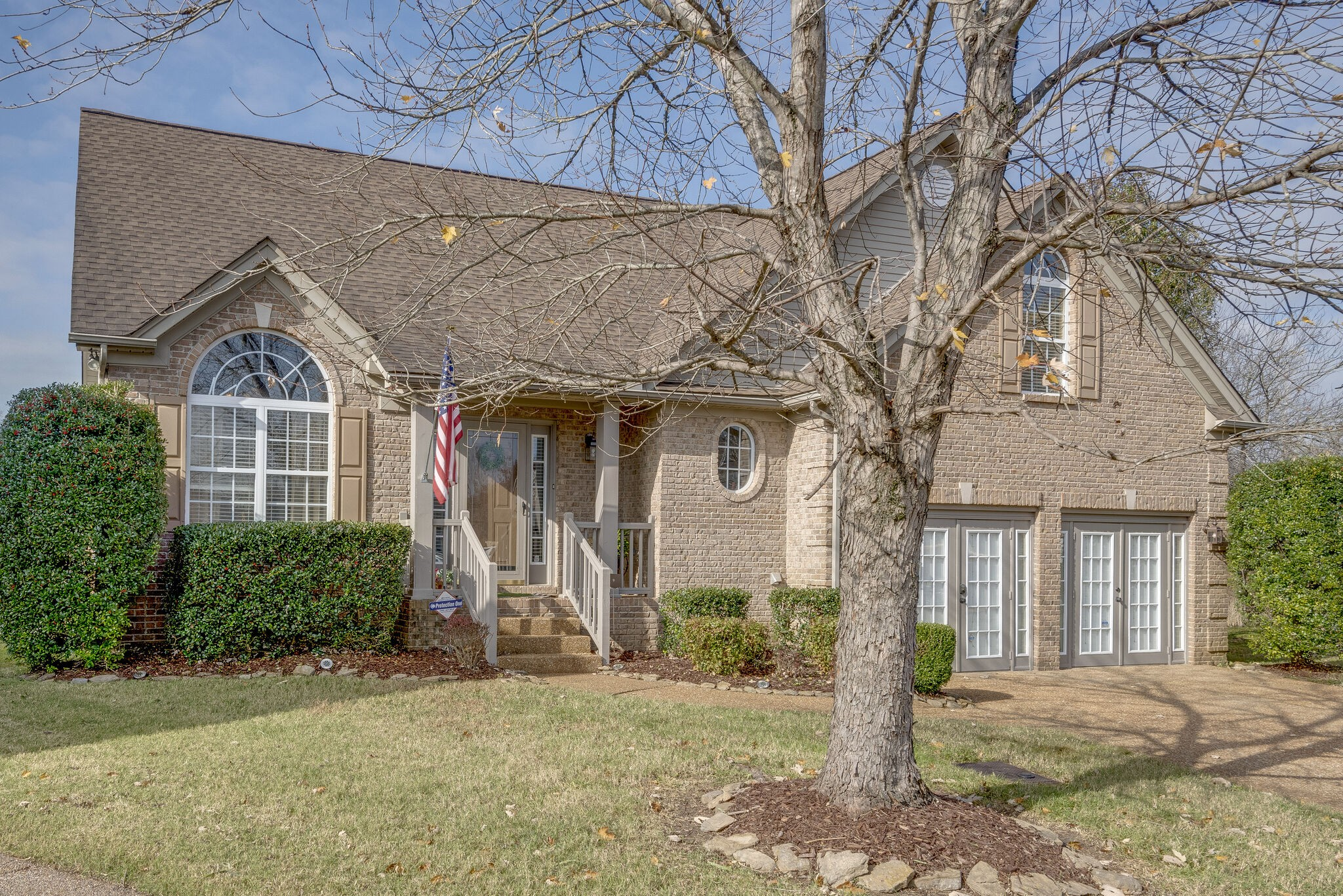 Great home on a cul-de-sac. Walking distance to shopping, and access to Green Way for walking, biking, or fishing. Gourmet kitchen with beautiful tile backsplash, ss appliances and granite countertops. Home theater room, Bonus room, fenced in back yard.