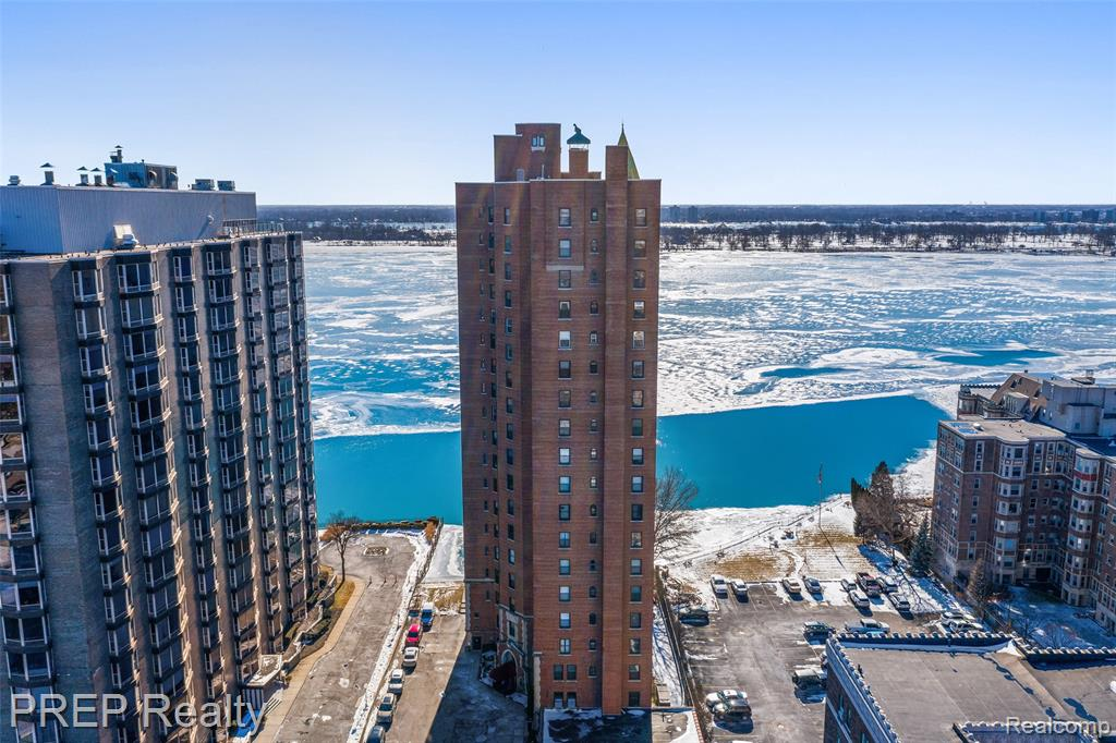 Great opportunity to own a piece of Detroit's Gold Coast! Enjoy waterfront living at it's BEST... Designed by famous architect, C. Howard Crane, also known for designing the historic Fox Theatre. Beautiful panoramic views of the City as well as the Detroit River! This spacious, Historic Condo has 3 Beds / 3 Baths and a designated office space. Enjoy privacy, along with great amenities, such as a , 24-hour Valet and Elevator Attendant, Heated Parking, 24-Hour Front desk Staff. Adjacent to riverfront parks and marinas. Moments from Belle Isle and Downtown Detroit!
