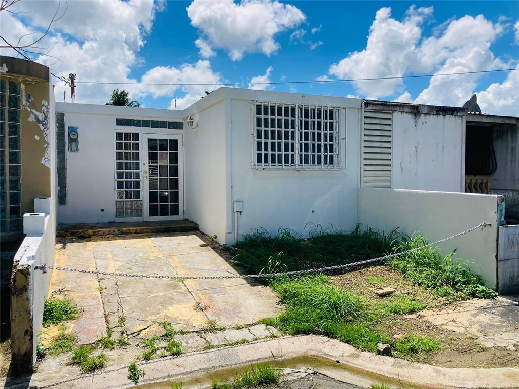 Auction Property. Auction Property. HUD may include up to 3% for closing expenses within its offering. You can buy with a $100 deposit. You may also qualify for the FHA loan program. Housing and Urban Development. Equal Housing Opportunities.