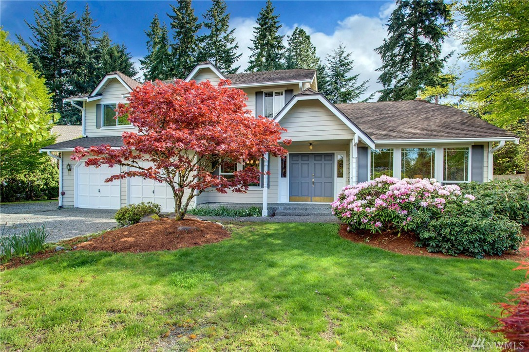 Over 16,000 sqft leveled lot home located in such a convenient location. Close to all major employers& Kirkland/Redmond amenities &shopping malls. Living room w/Vaulted ceiling &dining room is aside; remodeled kitchen w/Quartz counter open to Family room.  Large den or bonus on main w/2 big windows. 4 beds & 2 remodeled full bath upper. New exterior&interior paint; newer furnace; Windows replaced 2014. Newer fencing. Quality MF built. Large south facing backyard& RV parking. Excellent schools.