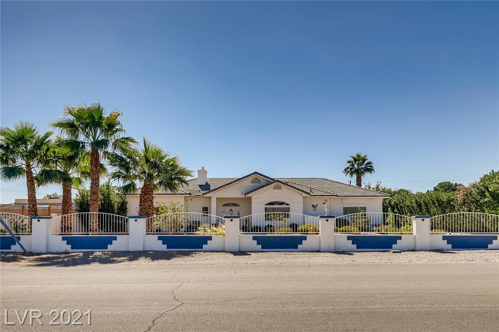 *GORGEOUS REMODELED HOME!*6 CAR GARAGE, GUEST HOUSE, STUDIO APT, & POOL HOUSE ALL WITH NO HOA!*NATURAL LIGHT & WATERPROOF VINYL PLANK FLOORING THROUGHOUT*SPACIOUS GREAT RM W/VAULTED CEILINGS & GAS FIREPLACE*KITCHEN HAS PLENTY OF CABINET SPACE & DINING AREA*FORMAL FRONT DINING RM W/GREAT VIEW OF THE FRONT YARD*LARGE PRIMARY BDRM SUITE WITH WALK IN CLOSET*PRIMARY BTH HAS A HUGE JETTED TUB, SEPARATE SHOWER, AND HIS & HER SINKS*SECONDARY BEDROOMS ARE ON THE OTHER SIDE OF THE HOME W/ 3/4 BTH IN BETWEEN THE TWO*LAUNDRY RM HAS A SINK & CABINETS*SEPARATE STUDIO OFF BACK OF HOME W/ 3/4 BTH*DETACHED GUEST HOUSE OFFERS 1120 SQ. FT OF LIVING SPACE W/2 BDRM/2BTH & 4 CAR GARAGE, SECURED GATED ACCESS TO RESORT ESTATE LIVING, MULTI-GENERATIONAL-FAMILY, COMPLETELY PRIVATE, SECURE ESTATE, LONG-TERM/SHORT-TERM RENTAL INCOME PROPERTY*GARAGE DIMENSIONS 4 CAR 28 DEEP X 41 WIDE*