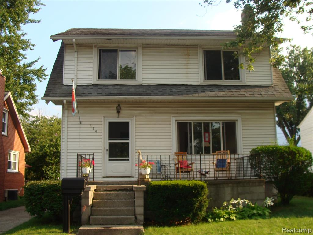 LOCATION, LOCATION, LOCATION.... WALK TO DOWNTOWN FERNDALE, SPACIOUS 3 BEDROOM, 2 BATH HOME, FEATURES A FORMAL DINING ROOM, FAMILY ROOM WITH FIREPLACE, HARDWOOD FLOORS THROUGHOUT,  FRESHLY PAINTED ,LARGE YARD WITH DECK. OPEN HOUSE SUNDAY  SEPTEMBER 19TH    1PM TILL 4PM