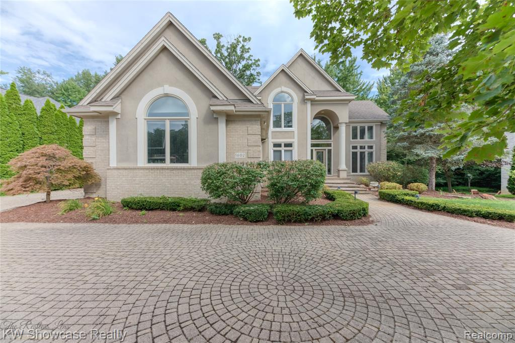 CUSTOM-BUILT NEWPORT HOMES EXECUTIVE PROPERTY IN POPULAR CRYSTAL SHORES W/DOCKING ON ALL-SPORTS COMMERCE LAKE! SITUATED ON A BEAUTIFULLY LANDSCAPED & PRIVATE WOODED LOT W/BRICK PAVER CIRCULAR DRIVE, 2-STORY PILLARED ENTRY & FIN W/O LL W/2ND KITCHEN, BR/EXCERCISE ROOM, FULL BA & HIGH-END TIERED THEATRE ROOM (PERFECT FOR TEEN/COLLEGE KID OR IN-LAWS) LEADING OUT TO STAMPED CONCRETE PATIO. OPEN FLOOR PLAN INCLUDES BEAUTIFULLY UPDATED GOURMET KITCHEN W/STAINLESS STEEL APPLIANCES & GORGEOUS QUARTZ COUNTERS, LARGE FR W/FIREPLACE, GR & LIBRARY/OFFICE. LARGE MASTER EN SUITE W/VAULTED CEILING, JETTED TUB/SHOWER & EXTRAVAGANT LIGHTED BUILT-IN'S IN WALK-IN CLOSET FOR THE FUSSIEST CLOTHIER. ONE UPPER BR HAS BONUS/TOY ROOM. NEW PAINT & CARPET T/O. WATER SOFTENER/RUST REMOVAL SYSTEM IS OWNED. ALL TV'S/THEATRE EQUIP IN PROPERTY STAY. THIS ONE WON'T LAST LONG WITH THESE CUSTOM FEATUERS & ALL-SPORTS LAKE DOCKING! HOA PATH/BEACH JUST UPDATED & COMPLETED. REDUCED $50K, DECK BEING REPLACED WEEK OF 9/20.