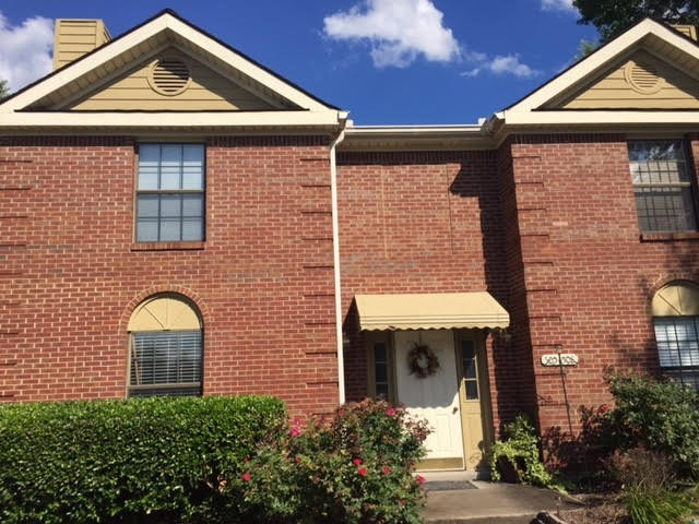 Move in ready upper level single floor 2 bedroom 2 bath with new carpet, a/c unit is under warranty, new hot water heater. Freshly painted and clean throughout. A must see.