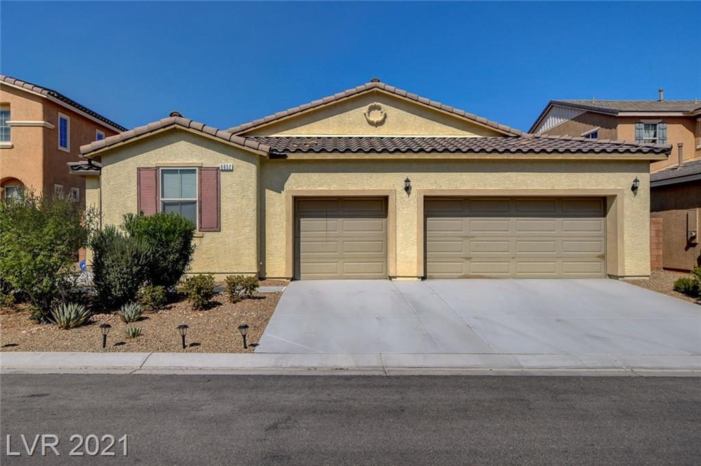 This lovely one story home is located in a gated community  features include  3 bedrooms, 2 full baths, open floor plan, living room, dining area, family room, surround sound and  den/office . Open kitchen with breakfast bar, walk-in pantry, stainless steel appliances and granite counters. 3 CAR GARAGE FOR MULTIPLE TOYS OR AMPLE STORAGE****